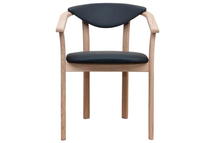 Daisy armstol i egetræ top kvalitet i et nyt og moderne design